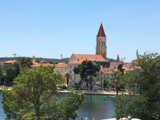 Trogir Penthouse Ivy 4+2 only 200m from Cathedral - beautiful sea view