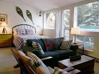 Studio in E Vail for up to 6 people. 3971 Bighorn Rd, #7Z, Vail, CO 81657