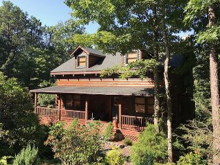 New 2017 - Sleeps 10, Hot Tub,Pool Table,TV's, Awesome Views,PET Friendly