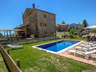 Catalunya Casas: Historical 6-bedroom getaway in Vilaseca for 15 guests