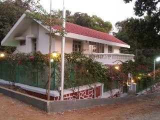 Tastefully done bungalow for a family, 1.1 km from Lonavala Lake