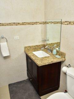 Guest Bedroom En-Suite Bathroom