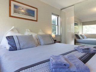 Rosalie Court convenient to Kings Park and Perth City - Pool close to Kings Park