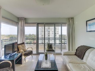 Modern condo just blocks from the ocean w/ shared pool, hot tub, tennis, gym