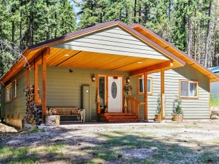 Charming Leavenworth House w/ Backyard and WiFi!