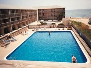 Provincetown, Sleeps 4 w/ waterviews!! August 6th through 13th Sandcastle Resort