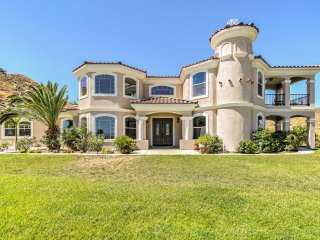 NEW! Luxurious 5BR Perris Villa w/ Balcony & Patio