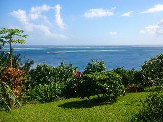 Villa B O vous accueille dans un ecrin de verdure et une vue a 180 degres sur l'