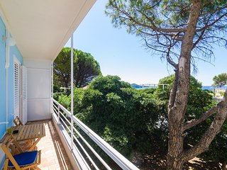 City Break Apartment - Two Bedroom Apartment with Balcony and Garden View A4