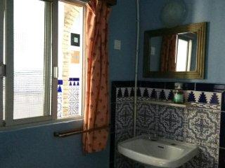 Habitacion individual con bano compartido. 15