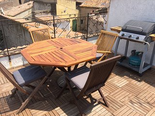 17thC 2 Bed Townhouse + Terrace in Heart of Agde