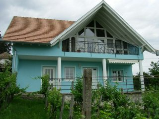 For rent Holiday home with 2 bedrooms, airco,schwimingpool and internet,