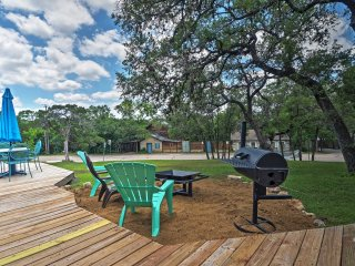 Volente Bungalow w/Large Deck - Walk to Water Park