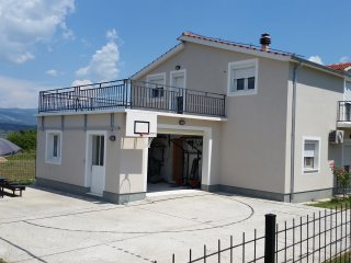 Sunny Family Villa