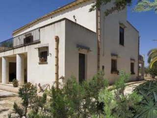 House - 1 km from the beach