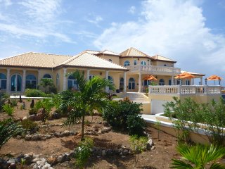 Luxury Villa  All Suites Great for Families and Couples