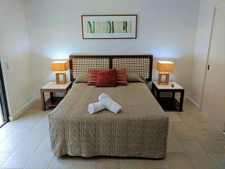 Temple 220 Newly Refurbished Spacious Studio Resort Spa Apartment - UNDER NEW