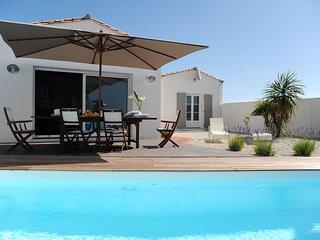 villa contemporaine avec piscine individuelle