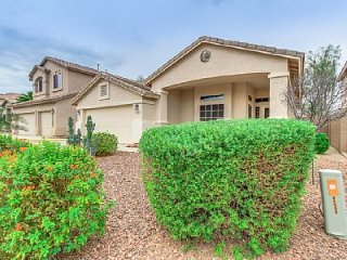 In Golf Community w/Pool & Pet Friendly! Just Outside Everything Phoenix!