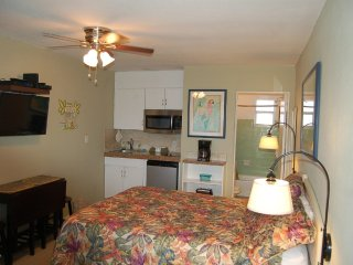 Cute as a button Condo right on DAYTONA  BEACH!