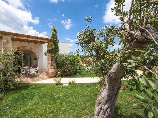 692 Two-bedroom Apartment Near Otranto