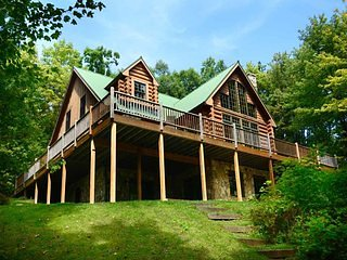 Get lost in the private forest lot of Deep Sigh! Enshrined within an alcove of oak and pine, this impressive resort home is rich with rustic refinement!