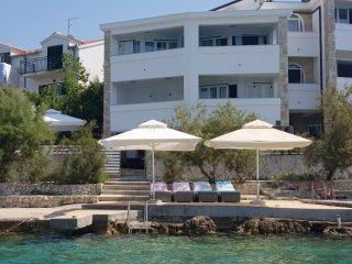beach house / apartments WAVE
