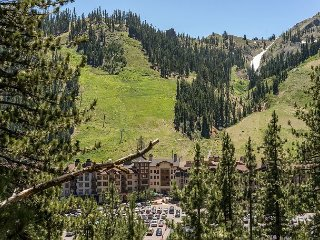 2BR Squaw Valley Condo w/ Stunning Views – Walk to Lifts, Shopping, & Dining