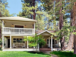 Charming 3BR w/ Large Private Deck - 6 Miles to Heavenly, 1 Mile to Dining