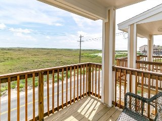 Brand New 4BR w/ 2 Balconies and Pool - Walk to Beach and Restaurants
