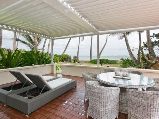 HAWAIIAN OCEANFRONT RETREAT, AWAY FROM CITY LIFE! SPECIAL RATE OF $375/nt!!