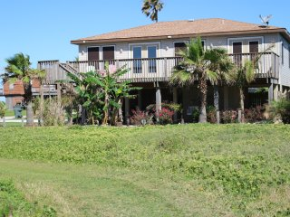 3 Bedroom, 2 full baths with Great Gulf Views.