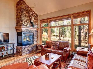 Four Pines Retreat - Incredible Home near Peak 8