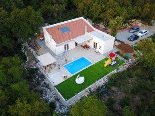 House Lodrica 5+2