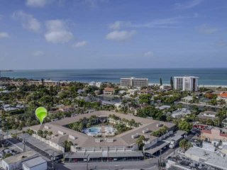 Walk to Lido Beach & Armand Cir, Wifi/DVD Included, Newly Renovated Corner Unit