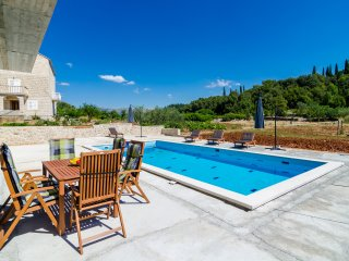 Villa Matanovi Dvori - Five-Bedroom Villa with Terrace and Swimming Pool
