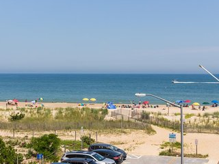Oceanview condo w/ balcony, beach access & shared pool!