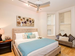 Beautiful Common Street Apartment by Stay Alfred