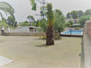 ApartBeach Villa Flondres, with pool and barbecue