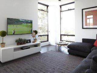 Vibrant Two Bedroom Home in Cheltenham Victoria