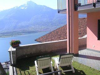 Intimo appartamento ROSA con stupenda vista lago - zona soleggiata e tranquilla.