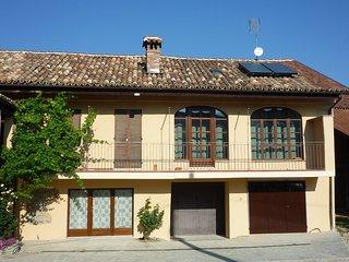 'La Vigna del Parroco 2 è una casa con due alloggi situata in Serralunga d'Alba