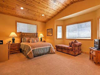 New! Central 3BR Tahoma Home w/Pine Views&Dock Access