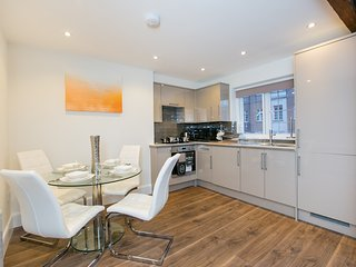 APT 3. Staines/Heathrow Apartment. NEW! - 4 Guests