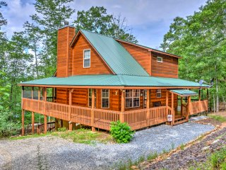 NEW! Peaceful & Secluded 3BR Blairsville Cabin!