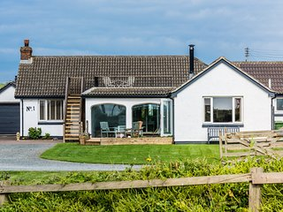 On the beach bungalow Widemouth Bay