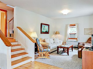 Cozy 3BR Lobstermen's Cottage - Large Deck w/ BBQ, Walk to Beach & Village