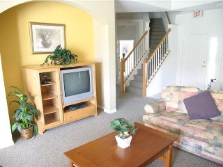 644MON. 6 Bedroom Pool Home Close To The Parks