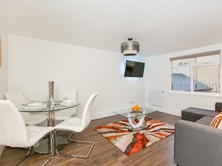 APT 4. Staines/Heathrow Apartment. NEW! - 4 Guests