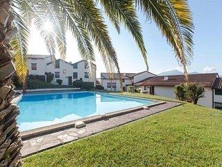 Residence Plein soleil - piscine collective dans un quartier residentiel